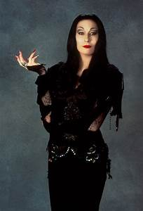 Anjelica Huston: The witches (1990) - The Addams family ...