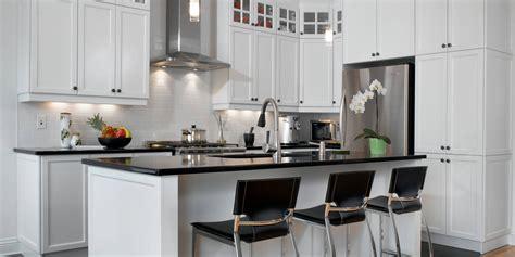 armoire de cuisine boucherville blanc un retour cuisine bois quartz