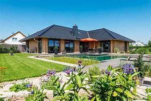 Bungalow Mit Pool : bungalow odenwaldblick von fullwood ~ Frokenaadalensverden.com Haus und Dekorationen