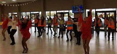 Animation Dansante Et Flash Mob Dans Les Locaux D'amazon
