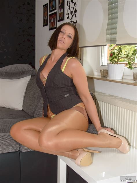 Jessleggs A Sexy Leggy Lady That Loves To Wear Pantyhose Nylons Garterbelts And Other Lingerie