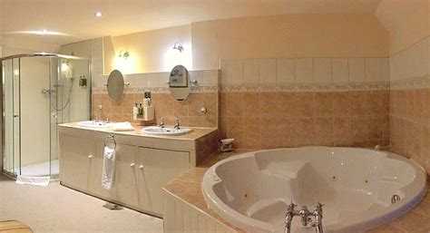 hotels with whirlpool tubs in room uk suites hotel tub rooms excellent