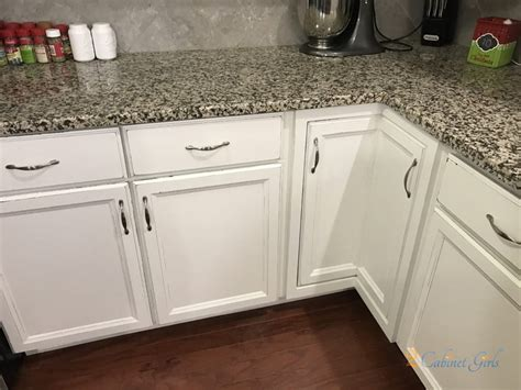 sw alabaster kitchen cabinets sherwin williams alabaster with distressed edges 2 5951