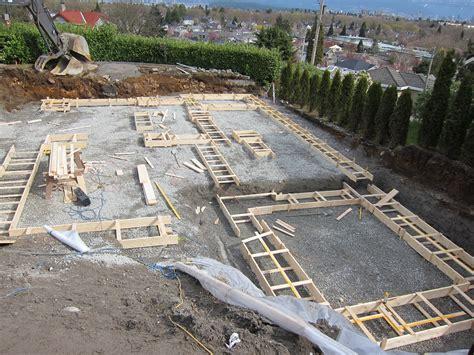 concrete foundation wall design  interior uplift calculation  house luxury plans