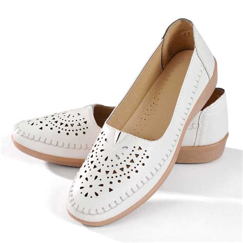 Balti sieviešu apavi