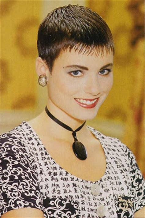 feminine short hairstyles