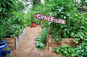 Vacation survival guide for your garden bonnie plants for Survival garden