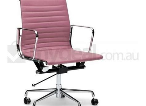 baby i am small light pink dot chair with white