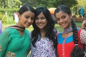 Roopal Tyagi – Sapne Suhane Ladakpan Ke   Images99.com