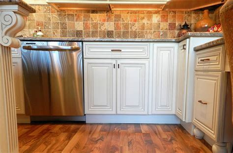 Devon Raised Panel Cream White Kitchen Cabinets   www