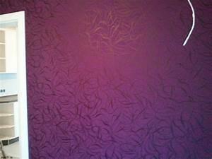 dekor purple mustertapete haddenqhawkinsons 123 blog With balkon teppich mit tapete lila weiß