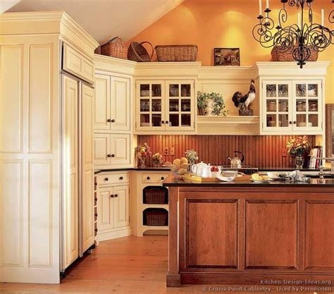 i like the corner cabinetry great way to utilize dead