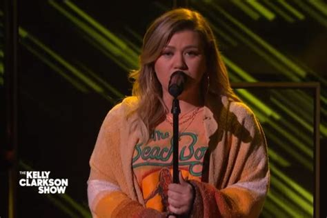 Kelly Clarkson Performs Moving Cover Of Keane's 'Somewhere ...