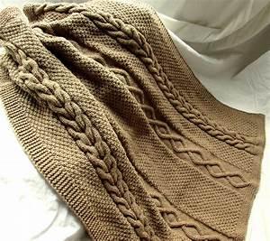 Couverture Grosse Maille : couverture petit lit ou plaid tricot fait main en grosse maille torsades irlandaises marron ~ Teatrodelosmanantiales.com Idées de Décoration