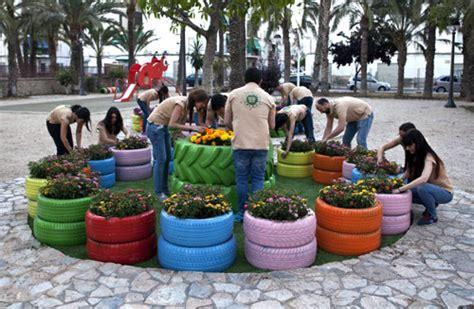 parque con material de reciclaje construyen parque recreativo con material reciclable en