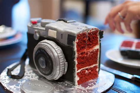 fuji  birthday cake   red velvet  fondant