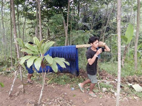 Da tidak berkutik setelah kedapatan membawa sawit curian dengan dump truk yang dikendarainya. Siang Bolong Berenang di Sungai Baduy, Siswa SMP Asal ...