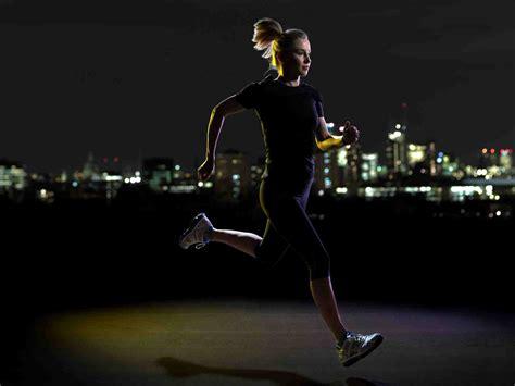 night run running fitness workout runners runner dark anyone safety trade safe reasons tips evening nighttime jog woman battersea boutique