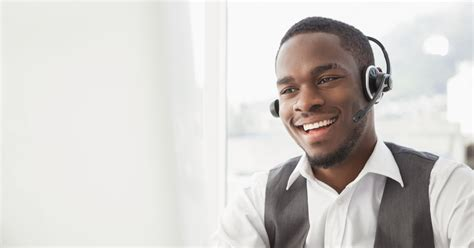 office desk 8 qualities of a great call center