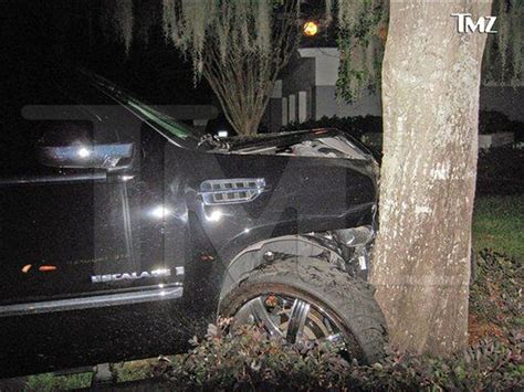Tiger Woods blames himself for 'embarrassing' crash; many ...