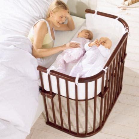 chaise bébé qui s accroche à la table lit bébé hêtre laqué lit bébé poussette