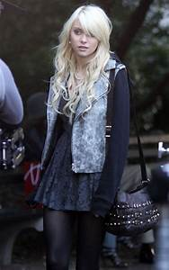 Taylor Momsen and Kevin Zegers On GossipGirl - RandomOverload