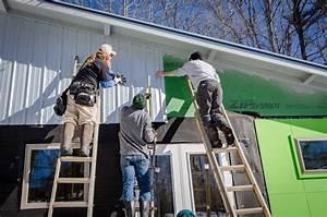 Imagen De Alba U00f1iles Pintando Una Casa De Verde