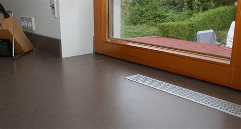individuell bedruckte Glasrückwand, Kunststein und