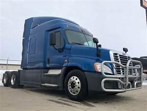 2014 Freightliner Cascadia 125 Sleeper Semi Truck  Dt12