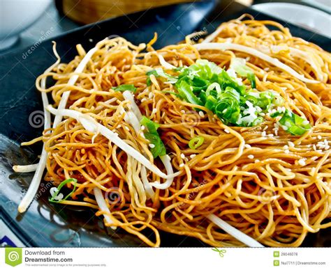 cuisine traditionnelle chinoise nourriture chinoise nouille frite photo stock image du