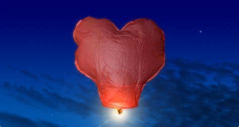 fabriquer des lanternes volantes fabriquer une lanterne volante mod 232 le en forme de coeur le jardin de kiran ressources pour