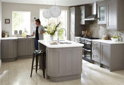 meuble de cuisine blanc quelle couleur pour les murs cuisine taupe 51 suggestions charmantes et très tendance