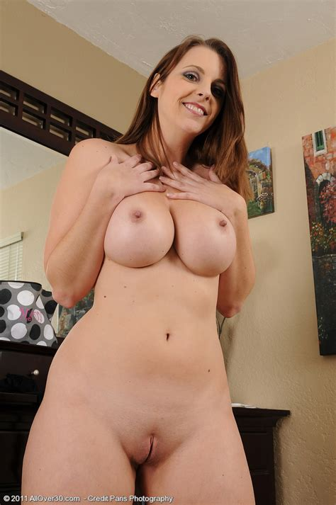 Mandy Sweet getting changed | MATURE XXX PICS