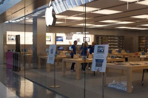 apple opens retail store in penrith pc world australia