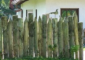 Windschutz Aus Holz : palisaden als sichtschutz und windschutz holzpalisaden 5 sichtschutzpalisaden palisadenzaun ~ Markanthonyermac.com Haus und Dekorationen