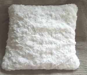 Tissu Imitation Fourrure : gilet de berger gilet sans manches r versible b b tissu imitation fourrure polaire ultra doux ~ Teatrodelosmanantiales.com Idées de Décoration