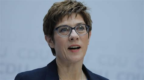 """Born 9 august 1962 sometimes referred to by her initials of akk is a german politician serving as minister of defence since july 2019 and former leader of the christian democratic union cdu. Annegret Kramp-Karrenbauer: """"Trennung von meinen Kindern ..."""