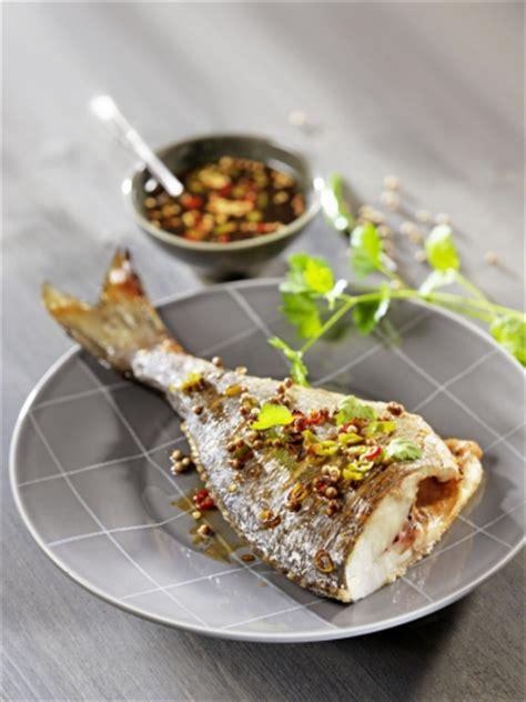 poisson à cuisiner cuisiner le poisson au four avec nos conseils et recettes pavillon