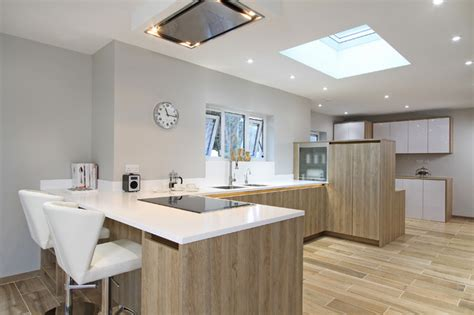 pictures of kitchen with white cabinets rotpunkt wood high gloss kitchen in bardolia zerox hl 9114