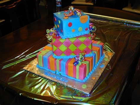 Here are a few fresh and fun ideas for dressing up your baby's first birthday cake: Cindys Cake World - Birthday Cakes