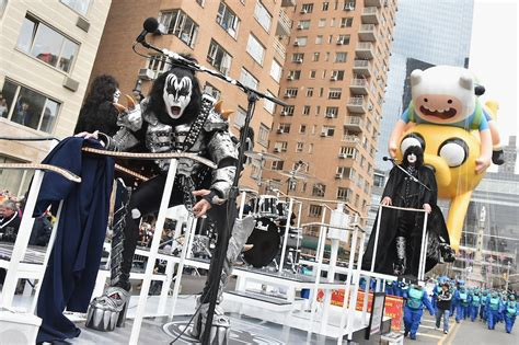 kiss  macys thanksgiving day parade screwed