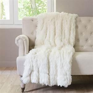 Plaid Blanc Fourrure : plaid en fausse fourrure blanc 130 x 170 cm val thorens maisons du monde ~ Teatrodelosmanantiales.com Idées de Décoration