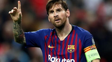 Get ready to score some goals on friends and family with a foosball table. Fußball: Lionel Messi bleibt beim FC Barcelona - ZDFheute