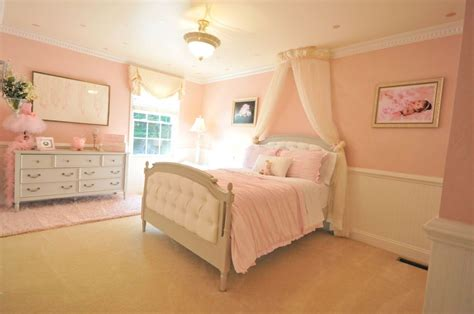 Traditional Kids Bedroom With Wainscoting & Chair Rail In