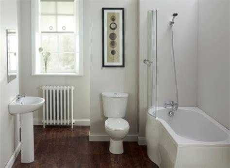 Kleines Badezimmer Größer Wirken Lassen by Badezimmer Kleines Schlicht Einrichtung Duschbadewanne
