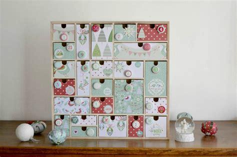 calendrier de l avent avec des pots de yaourt calendrier de l avent en bois no 235 l maman 224 tout faire