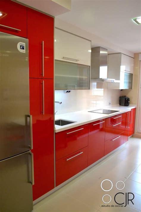 cocina rojo ferrari combinada en blanco cocinas cjr decoracion de cocinas integrales