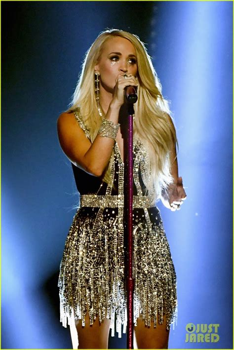 Carrie Underwood Gets Emotional Performing 'cry Pretty' At
