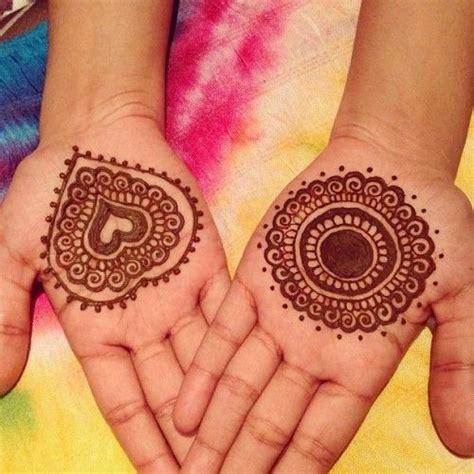 Download now motif henna tangan simple berikut. √ 100 +Motif Gambar Henna Simple, Unik dan Paling Cantik Buat Pengantin - Balubu
