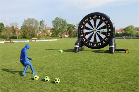 Fussball.de bietet dir das aktuellste aus kreisklasse, kreisliga, kreisoberliga, bezirksliga, landesliga, oberliga, regionalliga, futsal und dem frauenfußball. Fussball Dart I Soccer Dart Vermietung Leipzig und Sachsen - Fußball Dartscheibe